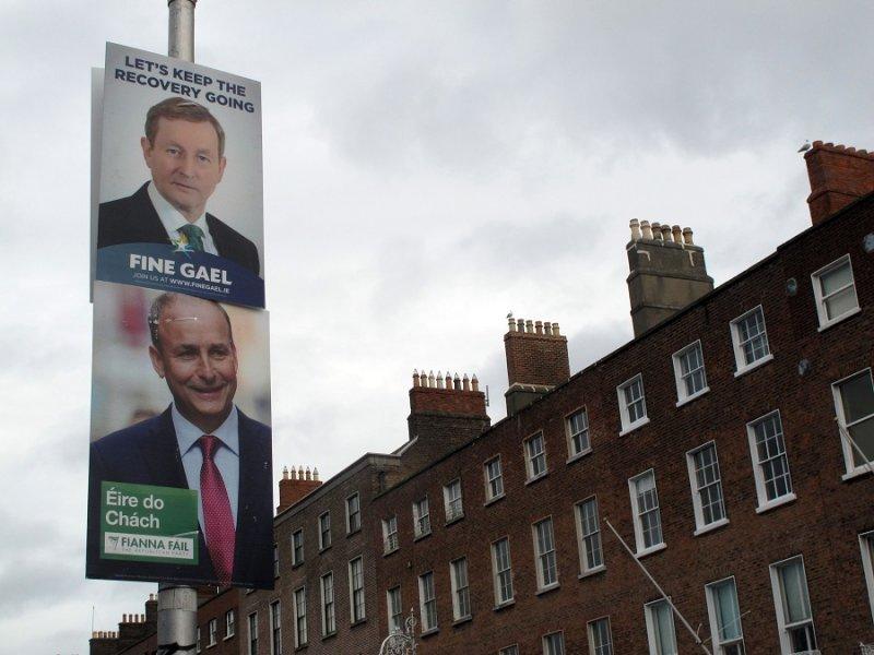 愛爾蘭統一黨黨魁肯尼(上)及共和黨黨魁馬丁(下)的競選海報(美聯社)