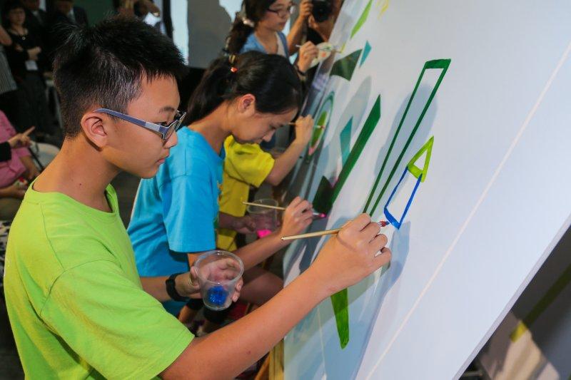 20160505-「台北世界設計之都-設計教育扎根計畫」成果展.在成果展示會中,小朋友彩繪夢想。(陳明仁攝)