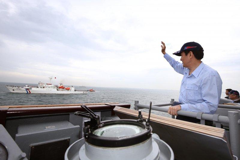 堅守主權不退讓,馬英九總統2015年親自參加護漁操演。(總統府網站)