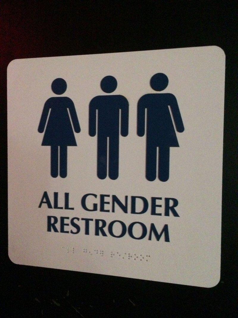 12日,美國教育部通令各級學校設置跨性別廁所。(美聯社)