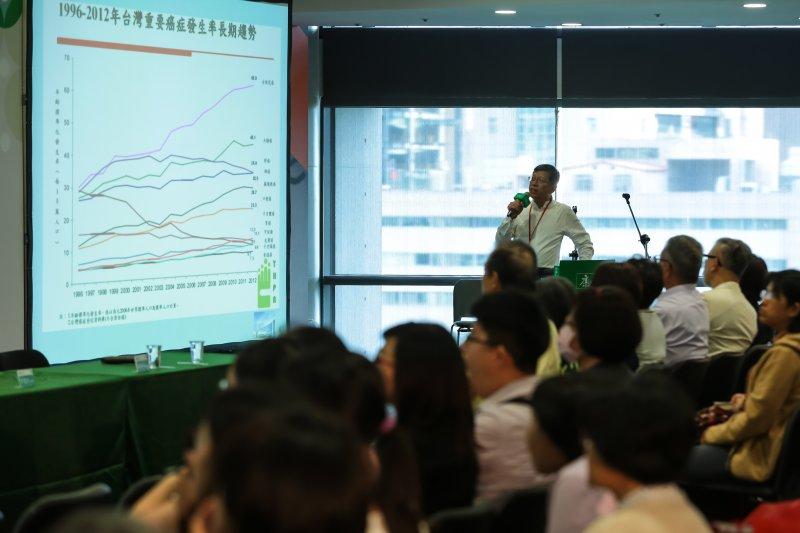 和信治癌中心醫院副院長陳啟明14日出席康健趨勢論壇「與癌共處:愛、知識與勇氣」,針對乳癌醫療做抗癌分享。(顏麟宇攝)