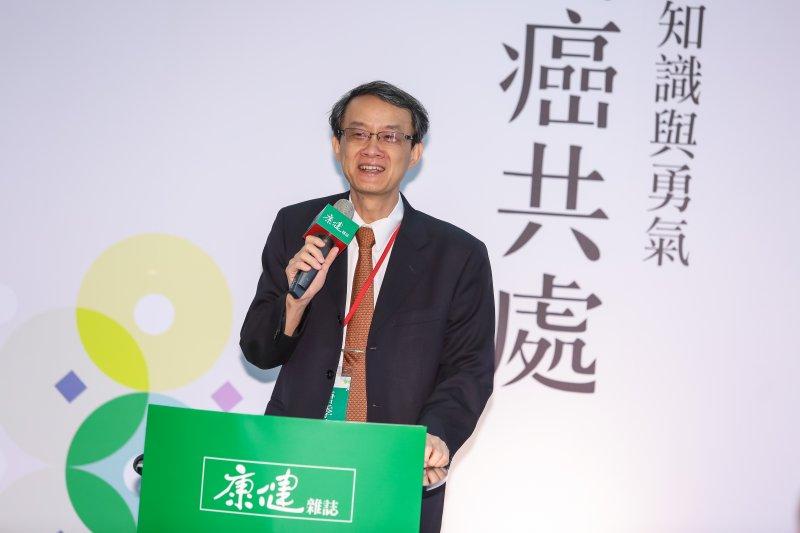 台灣大學台成幹細胞治療中心主任唐季祿14日出席康健趨勢論壇「與癌共處:愛、知識與勇氣」為林建廷醫師引言。(顏麟宇攝)