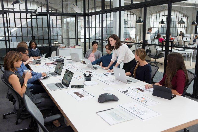 現代總把在「辦公室工作」視為理想工作環境,但你知道十八世紀時白領階級是被瞧不起的嗎?(圖/the intern@fb)
