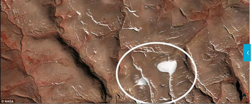 位於加拿大的冰帽在2005年還是可以明顯看得出。(圖/NASA)