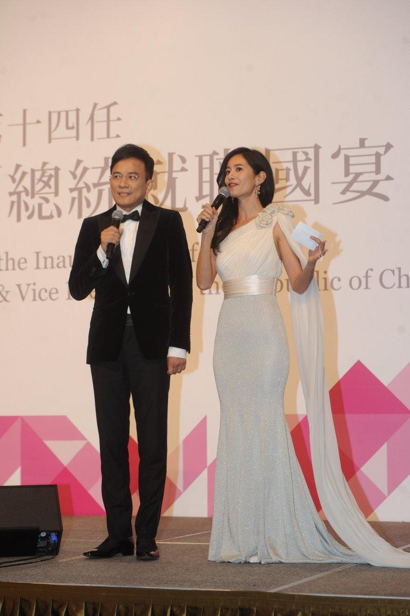 第14任總統、副總統就職國宴,主持人彭文正(左)、Janet。(台北市攝影記者聯誼會提供)