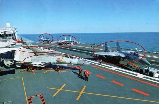 遼寧艦上的殲-15。