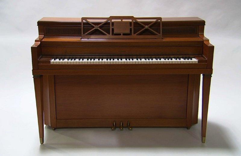 美國歌星女神卡卡接觸的第一部鋼琴。(美聯社)