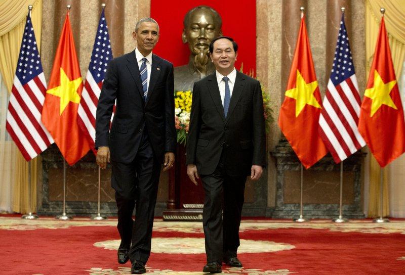 美國總統歐巴馬與越南國家主席陳大光(右)。(美聯社)