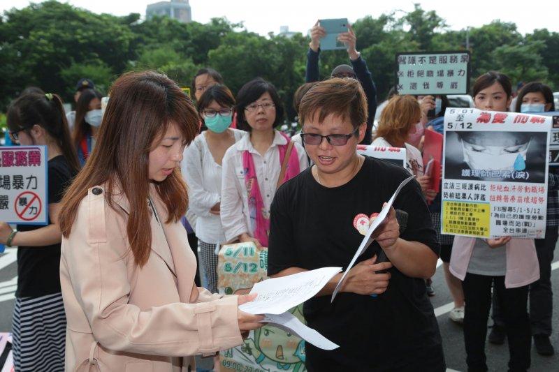 2016-05-25-民進黨中央派代表接護理師陳情書-顏麟宇攝