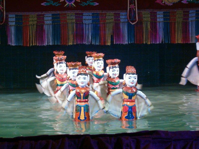 水上木偶戲為越南傳統的文藝表演,迄今約有千年歷史。(取自維基百科)