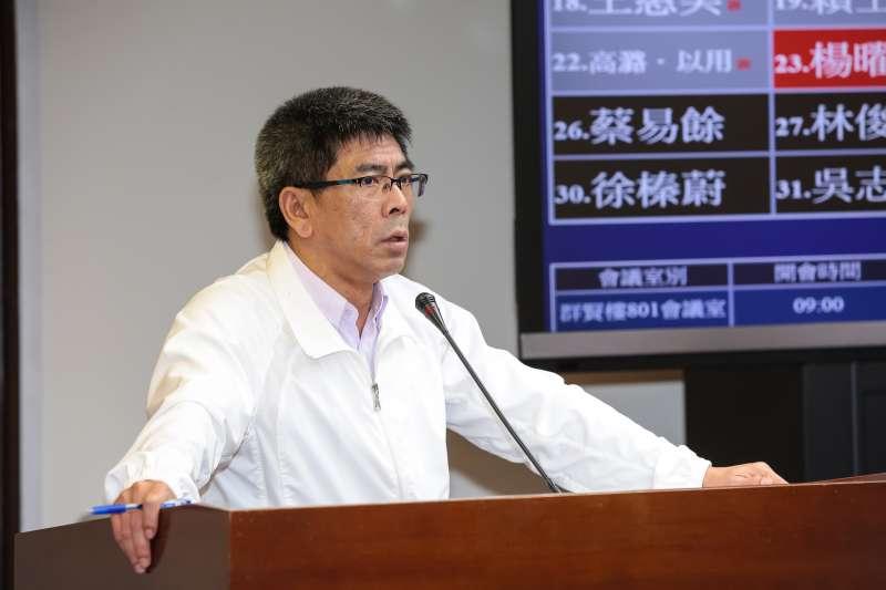 民進黨立委楊曜26日於衛環委員會質詢。(顏麟宇攝)