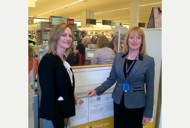 計畫發起人Sue Loaker警官(左)與警長Donna Wass(右)。(圖/取自Cambridge News)