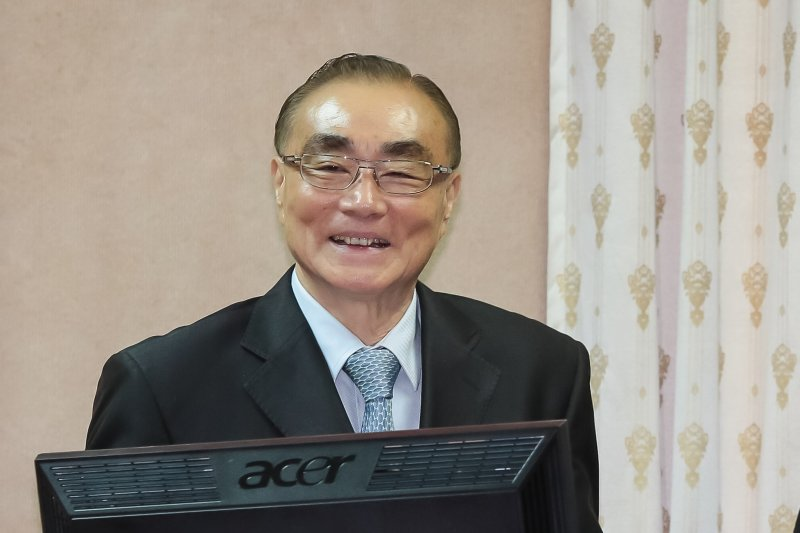國防部長馮世寬26日出席外交國防委員會備詢。(顏麟宇攝)