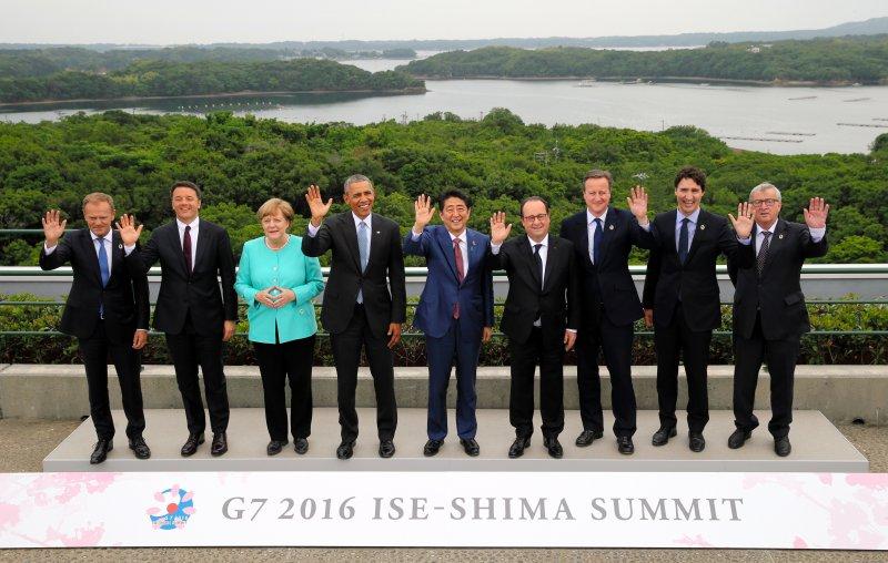 G7成員國領袖在伊勢志摩合影。(美聯社)
