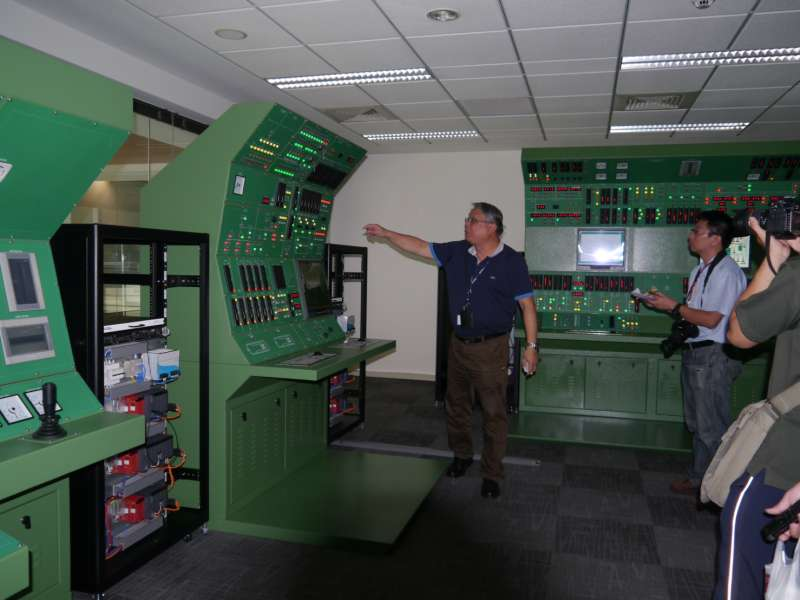 20160527-慶富造船集團對外展示與國外合作完成的潛艦儎台控制系統。(朱明攝)