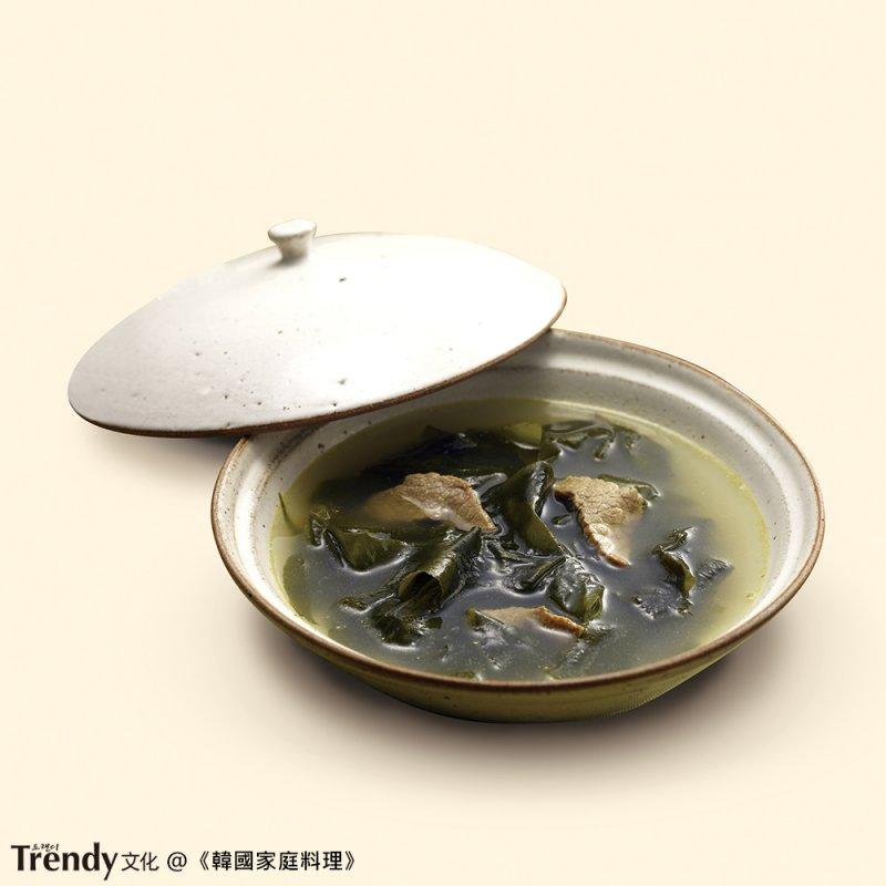 海帶湯(本圖/文經授權轉載自TRENDY文化《韓國家庭料理》)