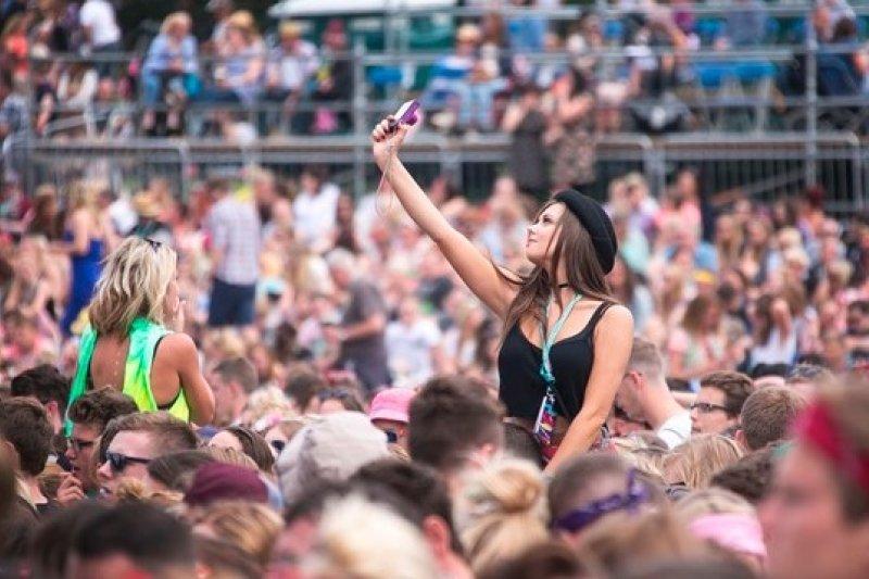 英國維珍搖滾音樂祭的樂迷們(美聯社)