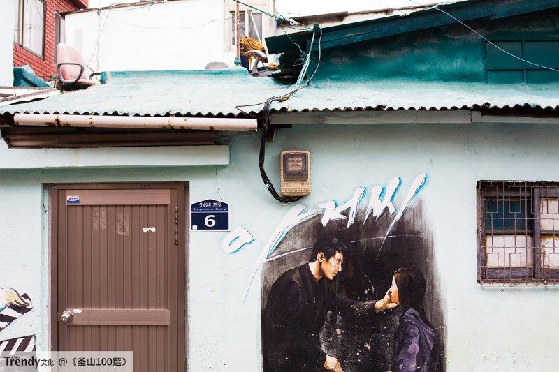 牆上的電影畫面歷歷在目(本圖/文經授權轉載自TRENDY文化《釜山100選:像在地人一般旅行吧!》)