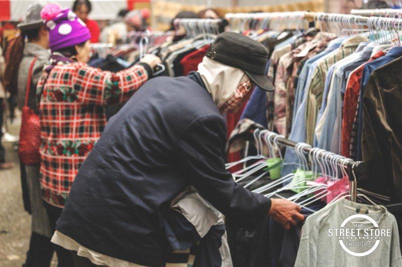 你知道他有多久沒有機會逛街,挑衣服了?(圖/The Street Store@Taiwan 暖心街店 )