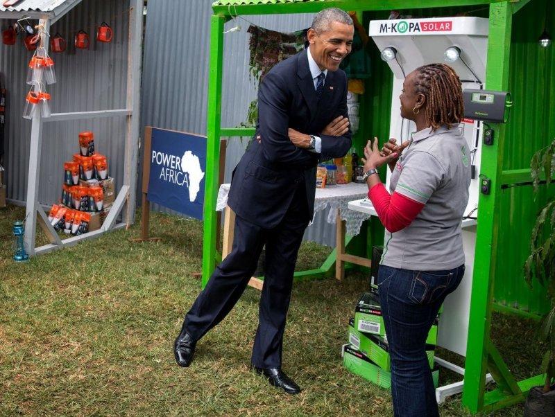 美國總統歐巴馬去年造訪肯亞曾參觀M-KOPA的新創產品(White House)