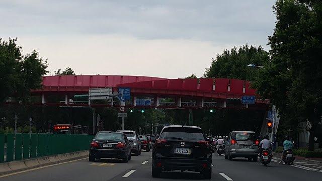 中山北路上第一座天橋-花博天橋