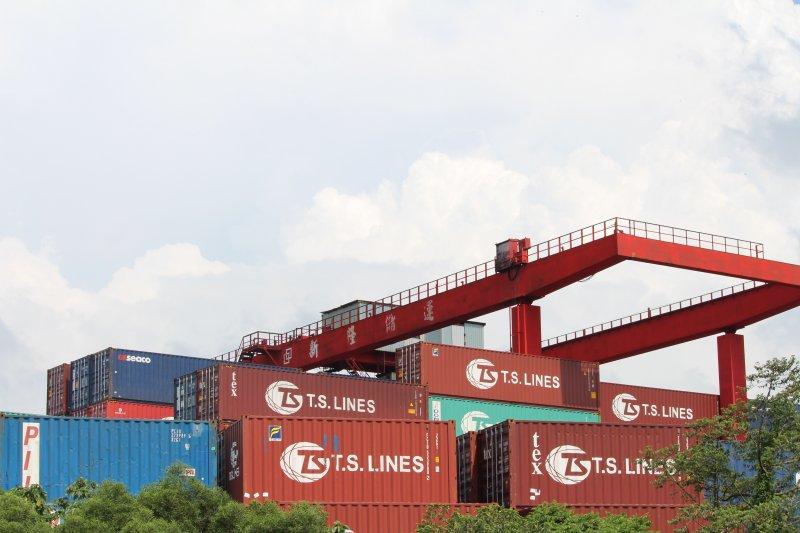 進出口、貨櫃、貿易配圖。(方炳超攝)