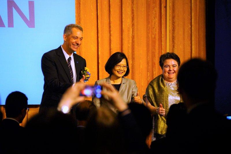 歐洲在台商務協會「歐洲日」晚宴 總統蔡英文舉杯