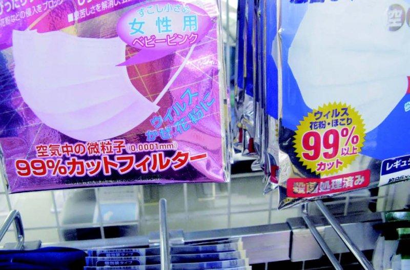 包裝上印的「空中微粒子遮擋比率99%」是當今口罩最基本的性能。(圖/貓頭鷹出版提供)