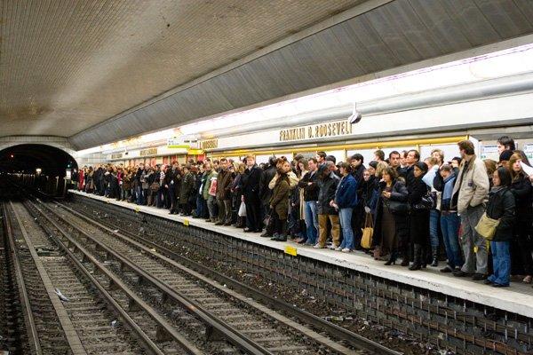 法國大罷工時的巴黎地鐵。(取自維基百科,Raphael Goetter攝)