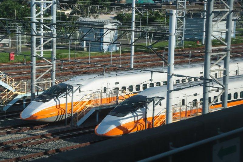 高鐵左營機場內停放的高鐵列車。(顏麟宇攝)