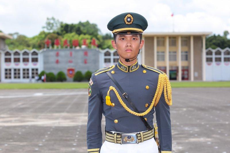 陸軍官校16日舉辦92週年校慶,現任實習旅長黃世勇擔任閱兵部隊學生指揮官。(顏麟宇攝)