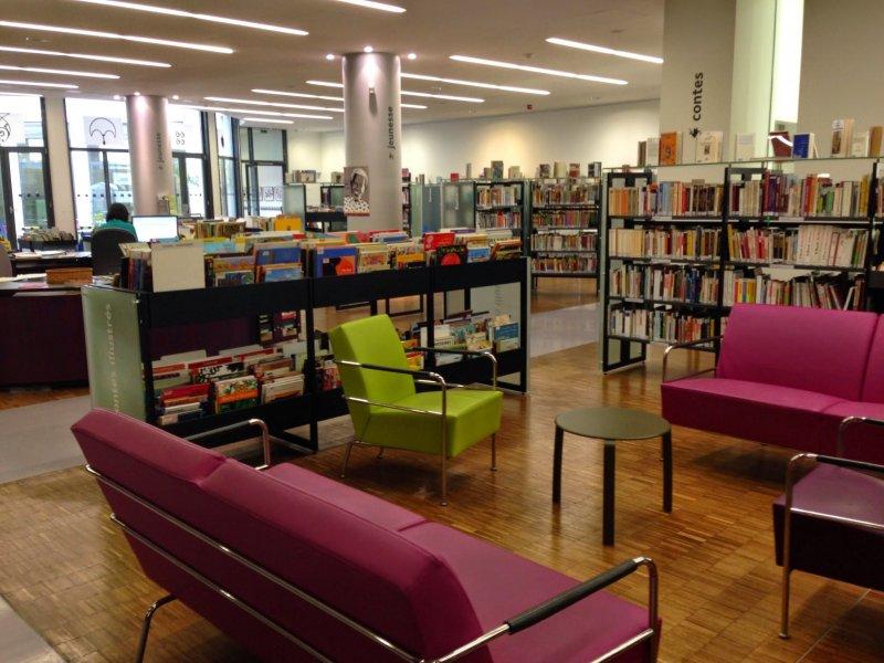巴黎圖書館環境舒適、借閱方便,如今甚至還推出電子書目,服務更加多元化了。(印刻提供)