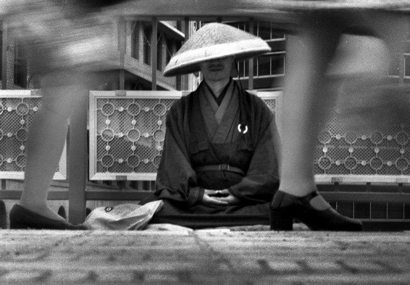 曾經人人尊敬的和尚,或許也要隨大潮流思考起失業問題?(圖/minoru karamatsu@Flickr)