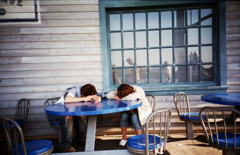 隨處可見在外面睡覺的人們,他們真的只是太累了。(圖/Ryuta Ishimoto@flickr)