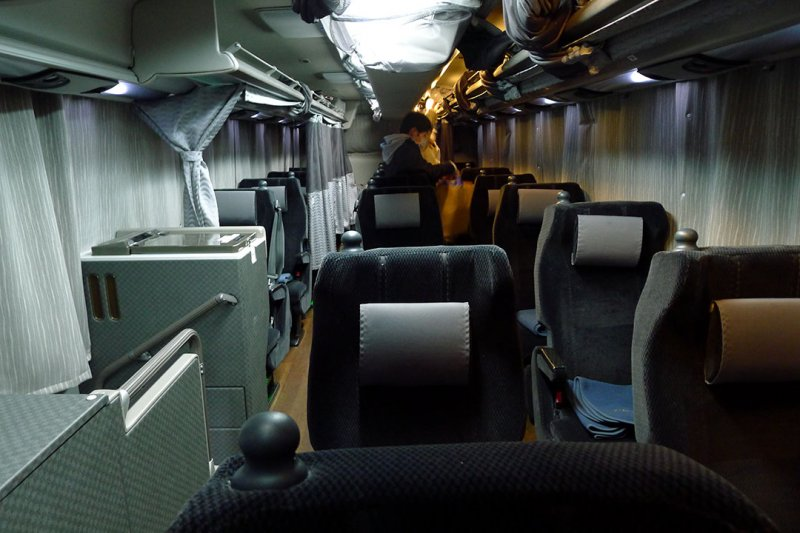 夜行巴士車廂。攝:陳琡分