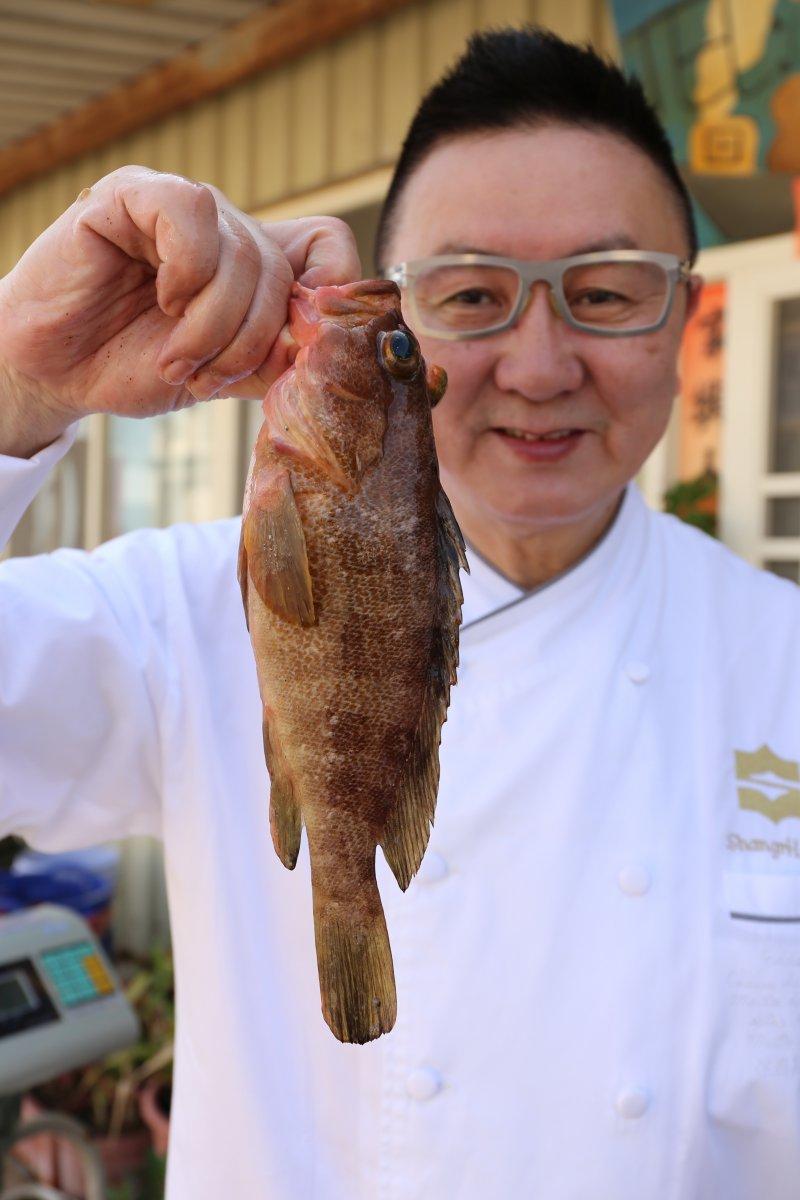 名廚劉冠麟表示,香港人最愛吃活魚,清蒸一斤重最佳。(圖/皇冠文化提供)