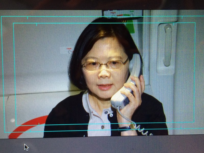 20160624-SMG0045-003-總統蔡英文出訪雙巴,機上向機組員喊話。(顏振凱攝).jpg