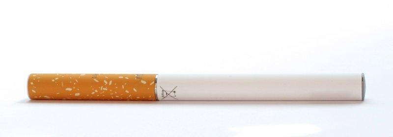 外型與香菸沒有太大的差異,但似乎多一份科技現代感。(圖Ecig Click @flickr)