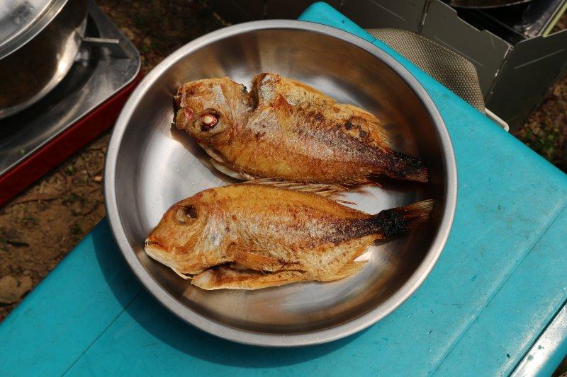 鹽水熟成的赤鯮,肉質變軟嫩,但缺點是少了魚本身的味道。(圖/皇冠文化提供)