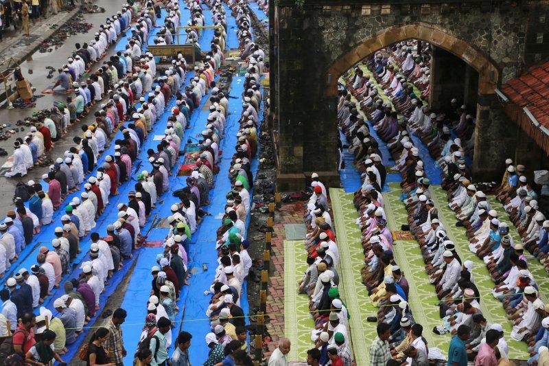 伊斯蘭教齋戒月即將結束,孟加拉尚義穆斯林正在準備迎接重要節日「開齋節」。(圖/美聯社)