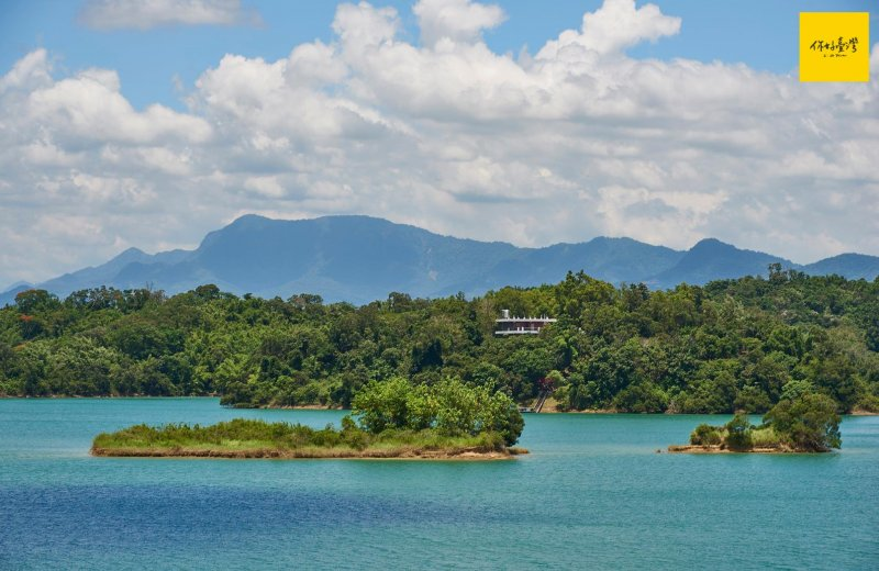 俯瞰已闢為風景區,舊名「珊瑚潭」的烏山頭水庫。