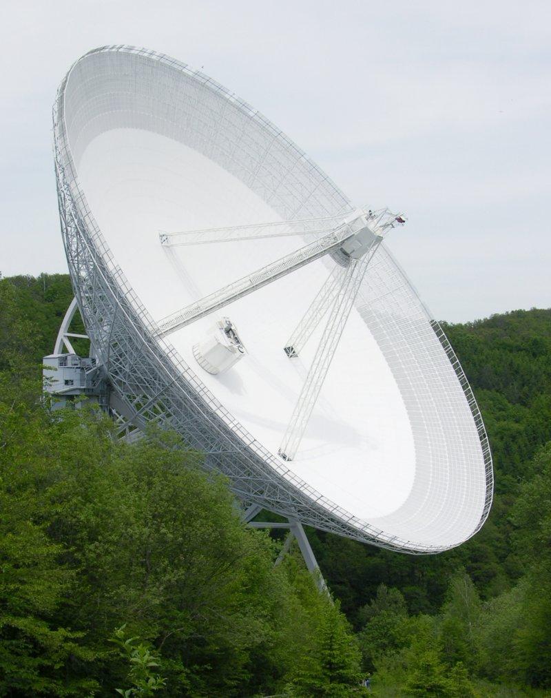 德國埃費爾斯貝格(Effelsberg)電波望遠鏡(Dr. Schorsch@Wikipedia / CC BY-SA 3.0)