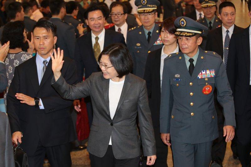 總統蔡英文4日出席三軍五校聯合畢業典禮,並與畢業生一同共進午餐。(顏麟宇攝)
