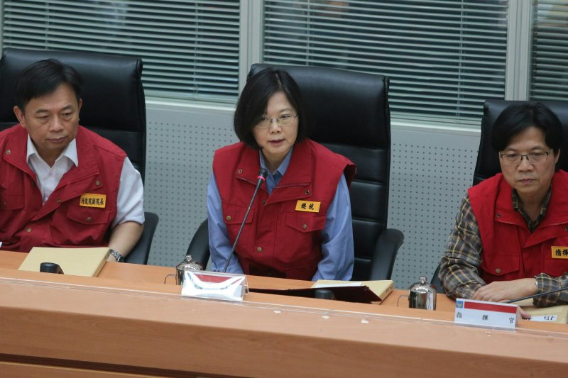 尼伯特颱風侵襲台灣,蔡英文視察中央災害應變中心。(顏麟宇攝)