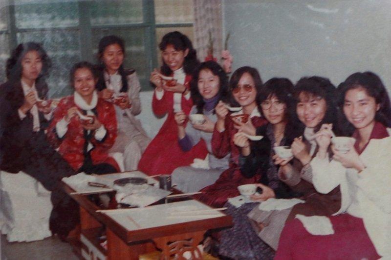 多少教育與人文精神都在化南新村的客廳裡產生。(荊永迪提供)