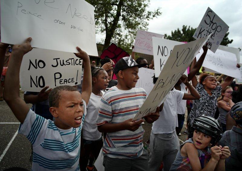 全美各地的抗議活動未見平息,越升越高。(美聯社)