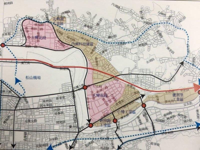 內湖地區。土色與紅色區為「大內科」所在區域,藍色虛線為現行內湖捷運線(台北市都發局)