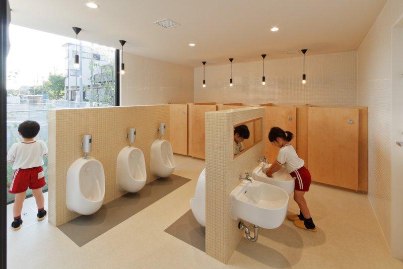 連廁所走的也是木調極簡風。