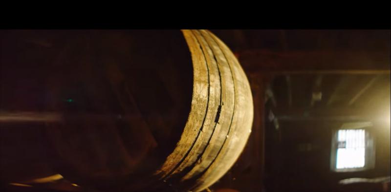 橡木桶大師親自從西班牙尋找優質百年橡木,讓橡木桶成為麥卡倫的核心競爭優勢。(圖/擷取自M'INT TV@youtube)