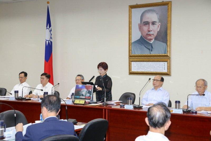 國民黨中常會,主席洪秀柱發表5點聲明,堅持不接受此次海牙仲裁法庭有關南海仲裁案的相關意見。(國民黨提供)